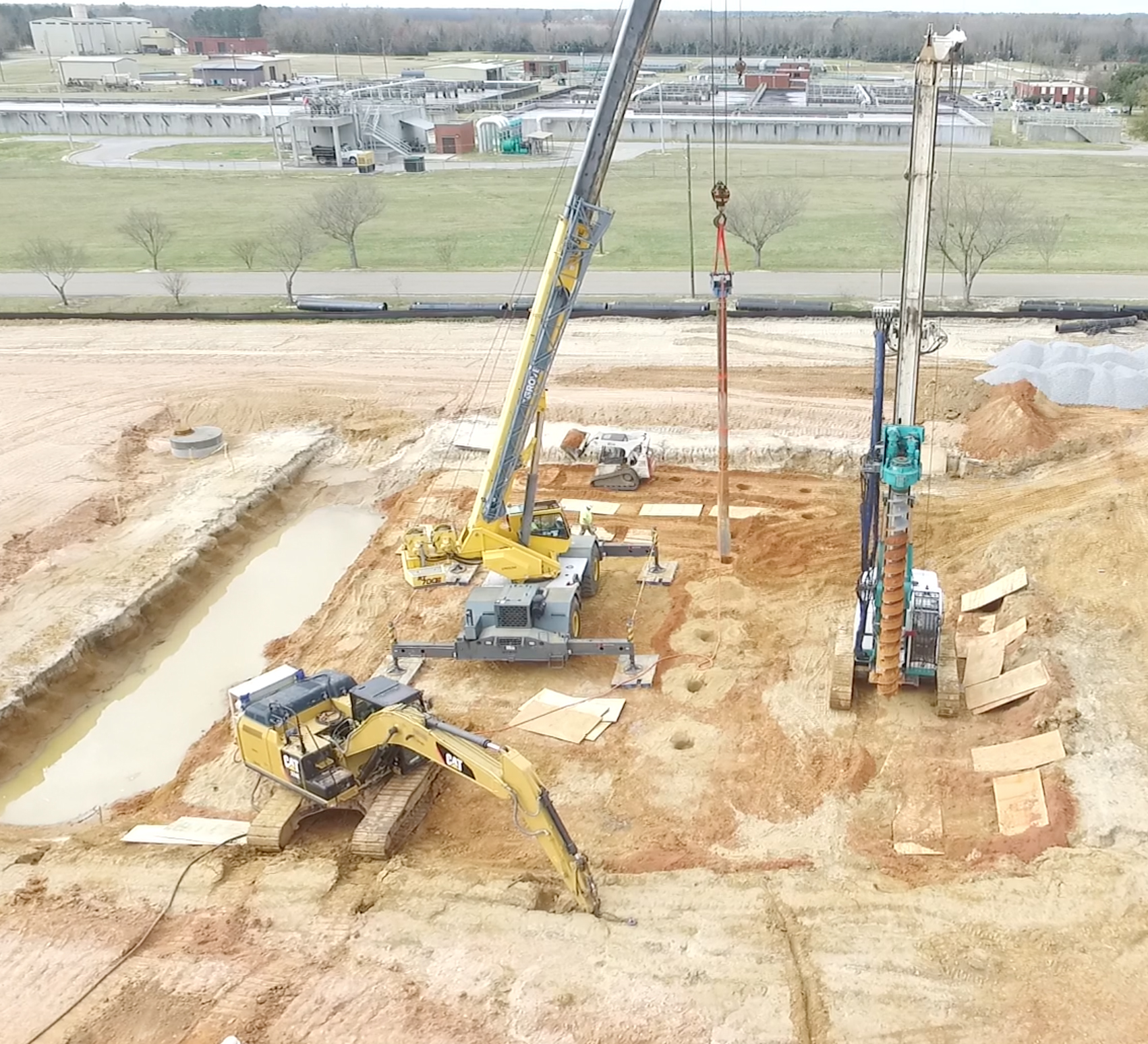 Top Feed Stone Columns with All Terrain Crane