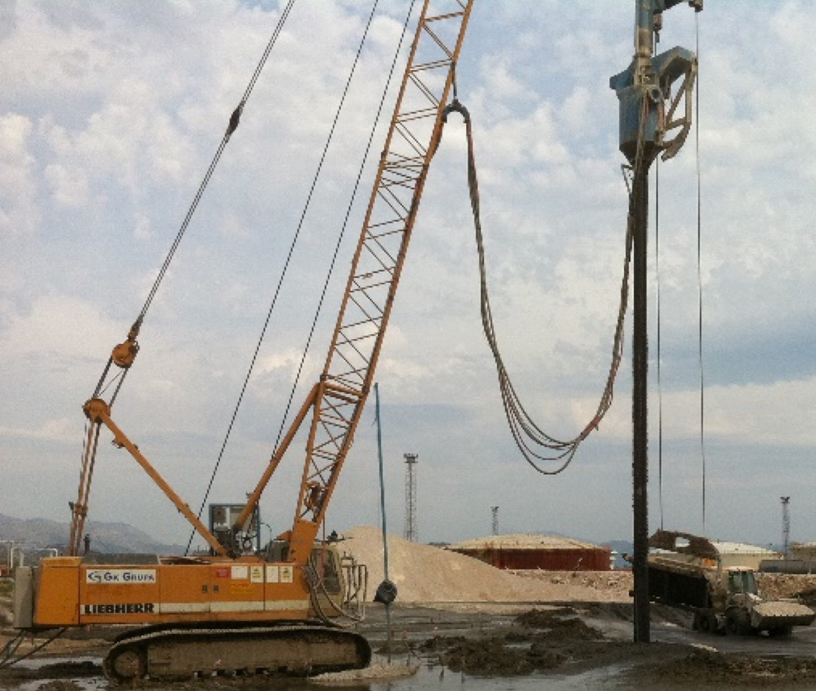 BC1 rig with Vibroflot B27 on Liebherr crane